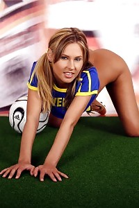 Leia Sexually Poses On The Grass Presenting A Sweden Team